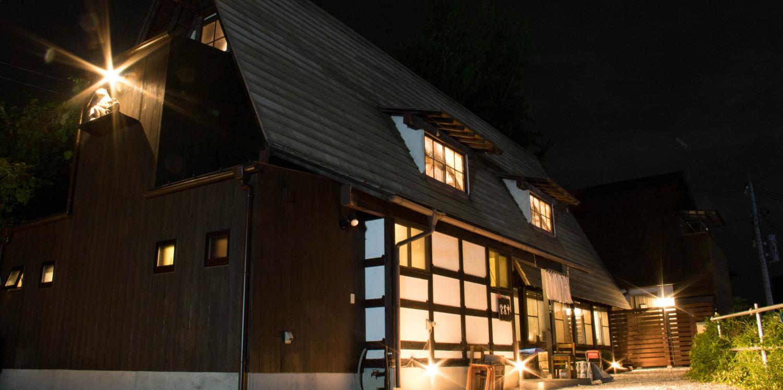 古くは秩父錦の酒蔵だったものを移築し、趣のある店内となっております。