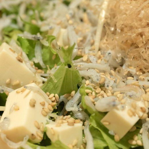 和食と豚みそ丼ちんばた 豆腐としらすのサラダ